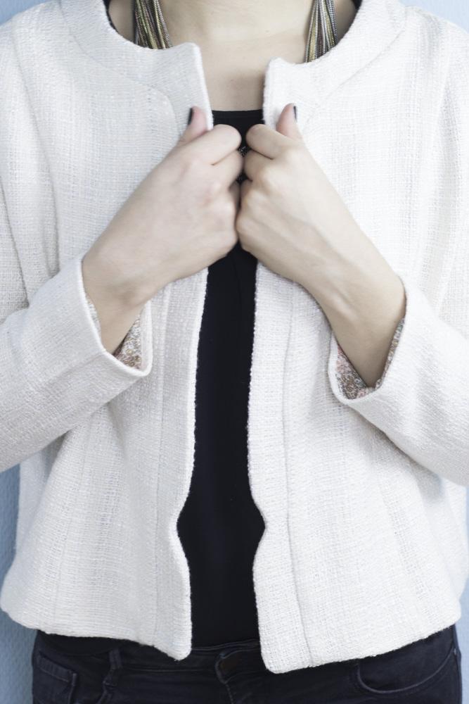 Weiße Bouclé Jacke im Chanel Stil - Schnittmuster von Dessine Moi un ...