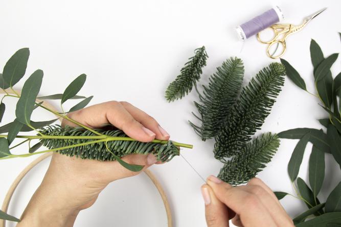 Anleitung Weihnachtlicher Kranz mit einem Stickrahmen - Tweed & Greet
