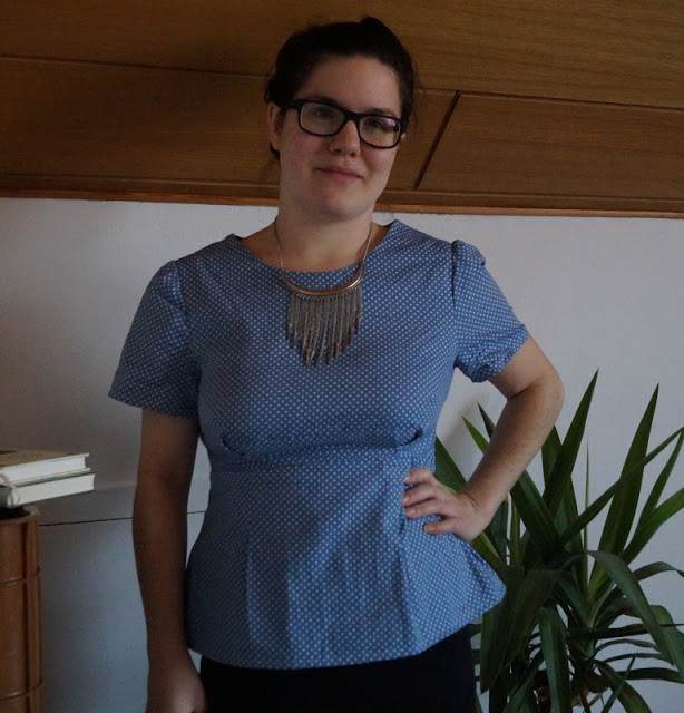 Sandrina von Rabbits and Dresses hat sich mit diesem hübschen Oberteil ein letztes Projekt gezaubert