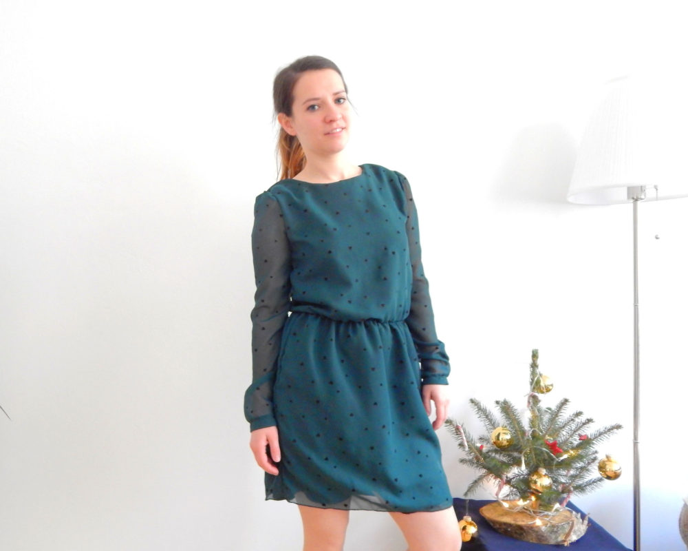Laurie von lauriemmm zeigt ihr superschönes langärmliges Jette Kleid ein einer tollen Farbe