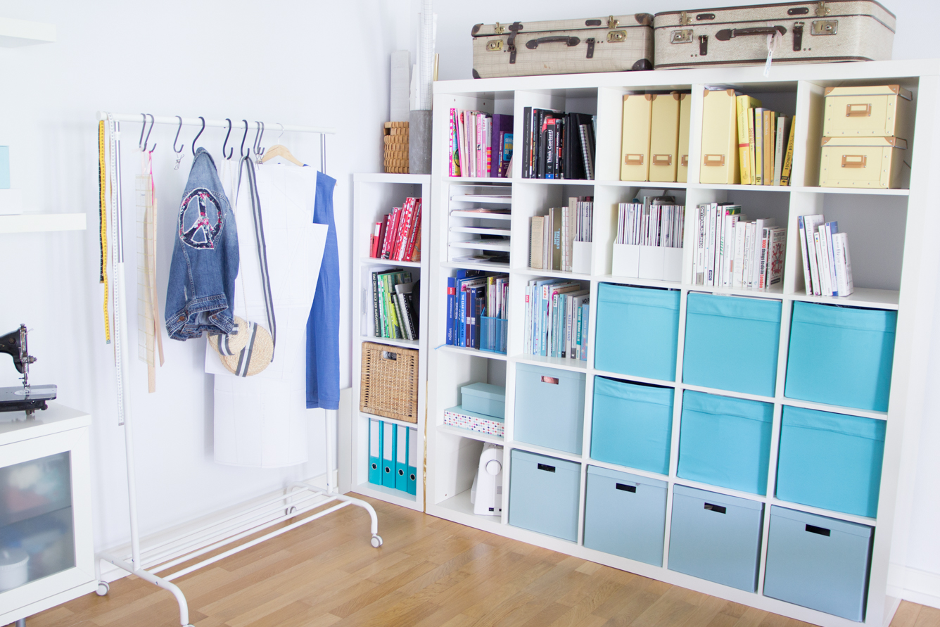 ordnung im n hzimmer aufbewahrung von schnittmustern und garn. Black Bedroom Furniture Sets. Home Design Ideas