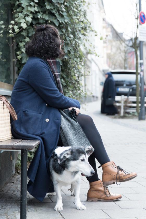 Winteroutfit - Dunkelblauer Mantel - Tweed & Greet