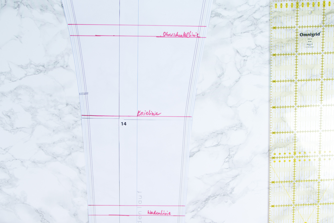 Beinlänge im Schnittmuster einer Hose verlängern und verkürzen ...