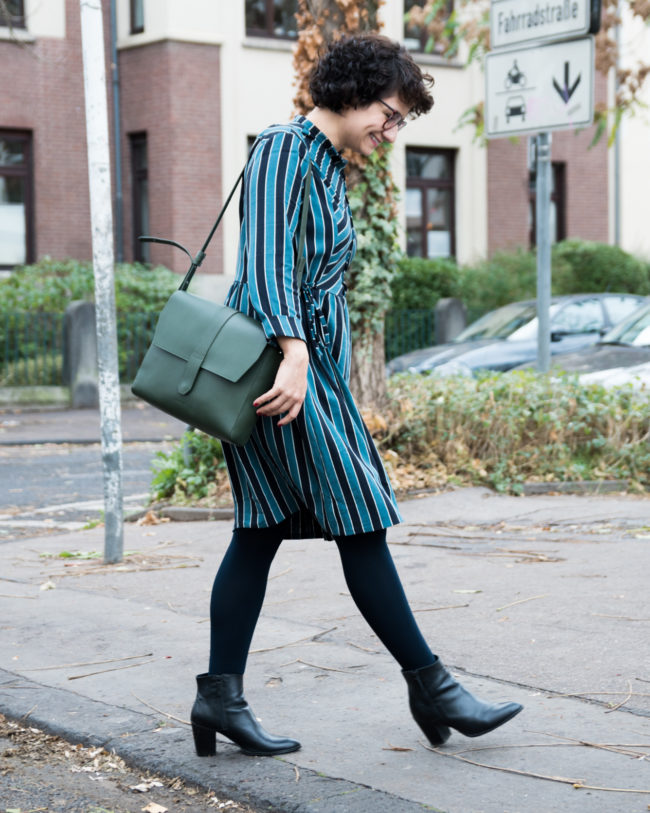 Schnittmuster für Kleid mit Knopfleiste und Stehkragen nähen - Honeycomb Dress Cocowawa Crafts - Tweed & Greet