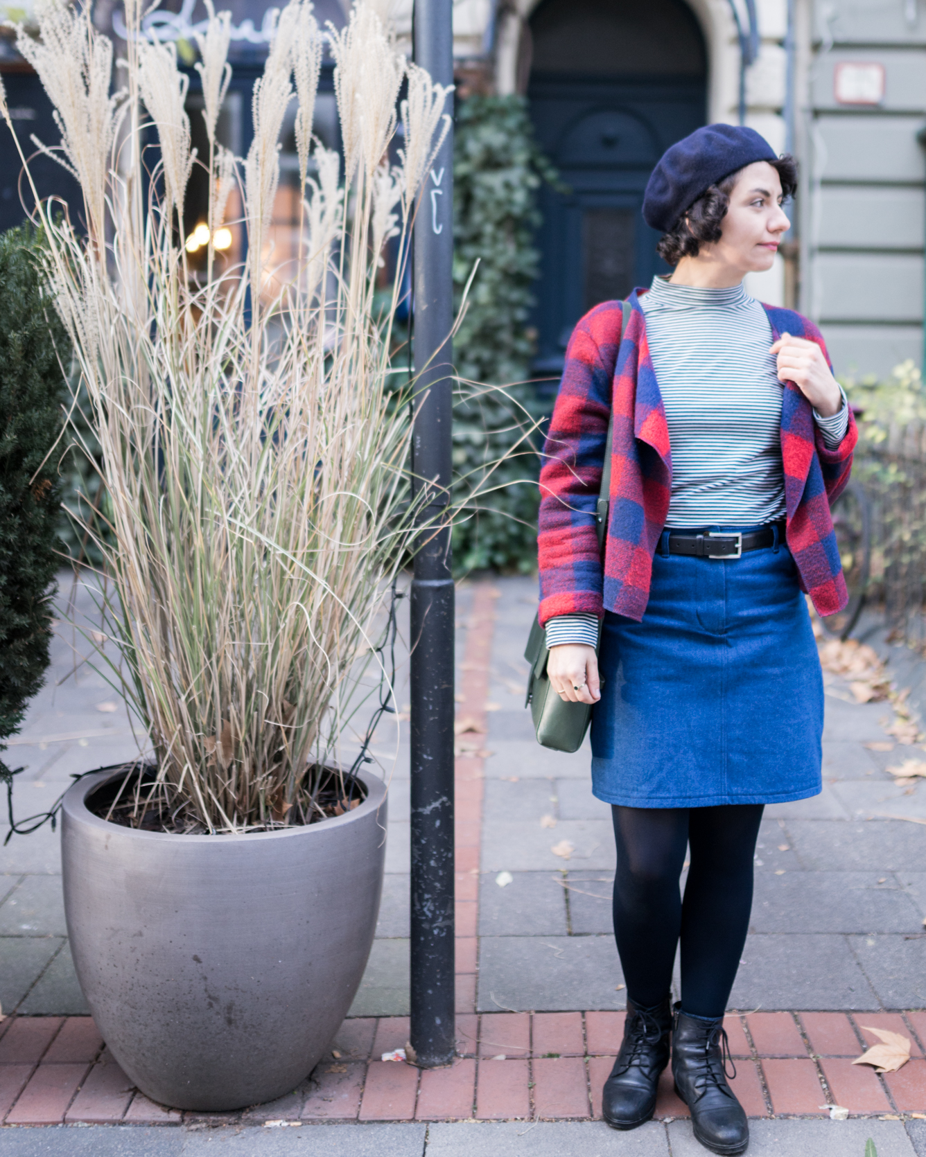 Schnittmuster um einen Jeansrock selbstzunähen - Outfit mit genähtem Streifenrolli