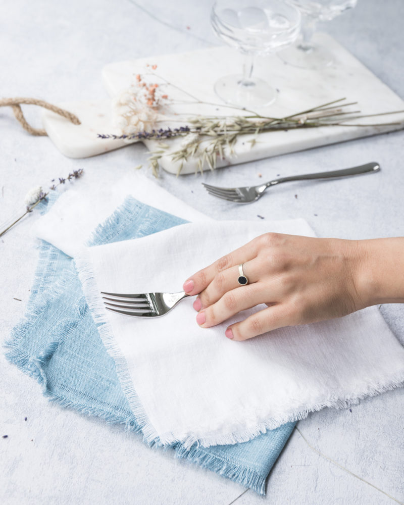 DIY Stoffservietten mit Fransen aus Leinen