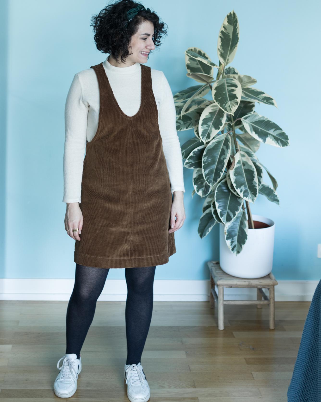 York Pinafore - Selbstgenähtes Latzkleid aus Cord - Tweed & Greet