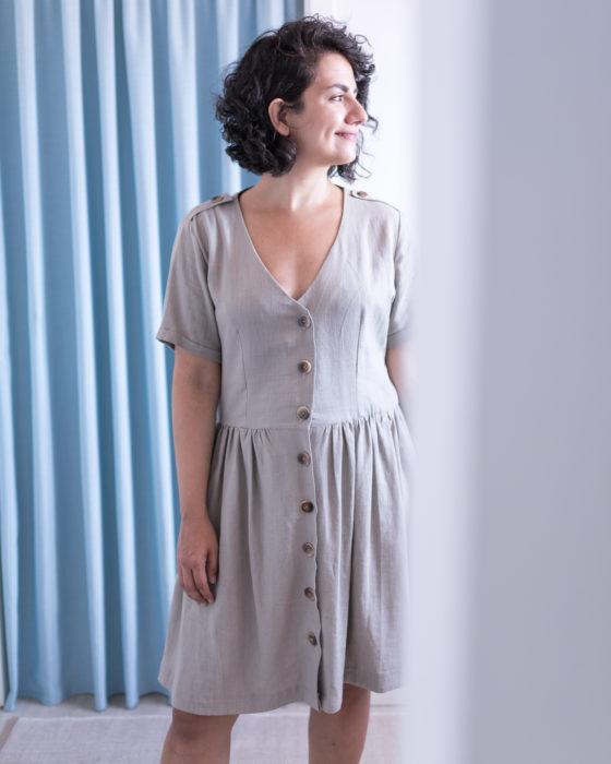 Schnittmuster Kleid Paris von Schnittliebe genäht aus naturfarbenem Viskoseleinen
